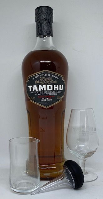 Tamdhu med smageglas, pipette og vandkaraffel